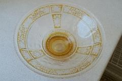 Meget smuk gl. glasskål, fremtræder lidt slidt/har noget patina i den gyldne farve - ingen skår eller skrammer Ø 25 cm h 10 cm