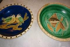 2 flade skåle Ø 16 cm riflet kant, den grønne er solgt kr. 250,00