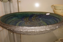 Fad med rustik glasur i blå/gyldne nuancer ø 30 cm Kr 300,00