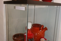 Diverse orange keramik det nederste the stel er solgt