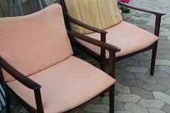 Ole Wancher par lænestole i mahogni m. stof, det originale bestæk er indenunder. 1903-1985. Formgivet 1951. Fremstillet hos P. Jeppesen Møbelfabrik. Stolene er super gode og i perfekt stand næsten som nye. Samleet kr. 5.000,00