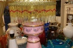 h 70 cm stor lyserød bordlmpe med intakte frønser helt fejlfri kr. 1.500
